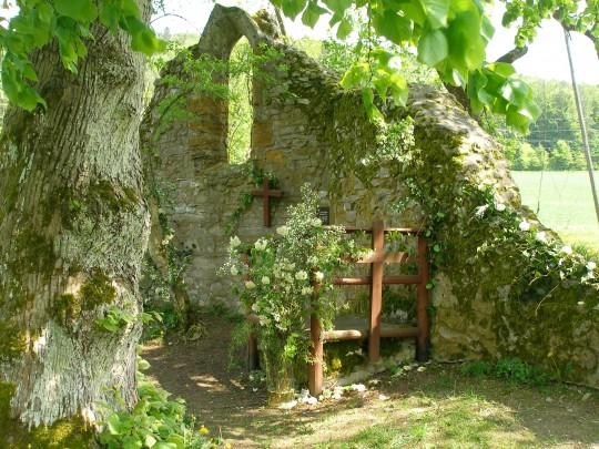 Kirchenschmuck in der Ruine